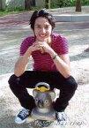 【中古】生写真(男性)/俳優 中山麻聖/全身・ボーダー柄衣装赤.黒・両手重ね・カメラ目線・コアラの乗り物に乗り/公式生写真