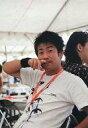 【中古】生写真(男性)/お笑いタレント ランディーズ/中川貴志/上半身・衣装白・右手指・椅子に座り/beseよしもと base SUMMER SMILE 生写真