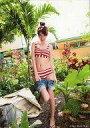 【エントリーでポイント10倍!(9月26日01:59まで!)】【中古】生写真(女性)/グラビアアイドル 多岐川華子/全身・水着赤・白のボーダー柄・右足上げ・2Lサイズ/公式生写真