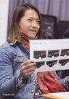 【中古】生写真(男性)/アイドル/w-inds. w-inds./緒方龍一/座り・衣装青.ストール赤・デザイン/公式生写真