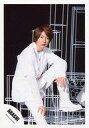中古生写真ジャニズアイドル嵐 嵐相葉雅紀全身・座り・衣装白・左膝立て・目線右公式生写真タイム