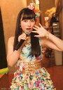 中古生写真AKB48・SKE48アイドルNMB48 與儀ケイラ膝上・右手マイク紅白歌合戦出場記念キャンペン生写真