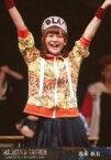 【中古】生写真(AKB48・SKE48)/アイドル/AKB48 湯本亜美(オラキオ)/ライブフォト・膝上・衣装黄色・オレンジ・スカート・帽子・両手上げ・笑顔/DVD・Blu-ray「舞台「マジすか学園」〜Lost In The SuperMarket〜」封入特典生写真