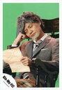 【中古】生写真(ジャニーズ)/アイドル/Kis-My-Ft2 Kis-My-Ft2/横尾渉/上半身・座り・衣装グレー・白・スーツ・ネクタイ・右手頭・左手紙・両目閉じ・椅子・背景緑/舞祭組「道しるべ」PV&ジャケ写撮影/公式生写真