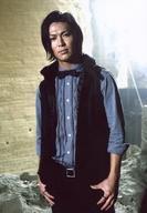 【中古】生写真(男性)/歌手 DEEP/RYO(前田亮太)/膝上・衣装黒 グレー・蝶ネクタイ・両手腰/24karats公式生写真