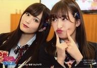 【中古】生写真(AKB48・SKE48)/アイドル/NMB48 山本彩・吉田朱里/横型・バストアップ・吉田朱里両手人差し指顔/グループカットVer./DVD「NMBとまなぶくん presents NMB48の何やらしてくれとんねん! Vol.6」(YRBS-90032〜3)初回プレス限定封入特典生写真【タイムセール】