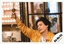 【中古】生写真(ジャニーズ)/アイドル/Kis-My-Ft2 Kis-My-Ft2/横尾渉/横型・バストアップ・衣装オレンジ・右手トロフィー/18初夏 コンサートパンフ&グッズ撮影オフショット