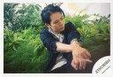 【中古】生写真(ジャニーズ)/アイドル/ジャニーズ ジャニーズ/佐藤アツヒロ/横型・膝上・座り・衣装黒・白・両手交差・顔右向き・植物/「Atsuhiro X'mas Event 2018 White Dreaming with YOU」グッズオフショット/公式生写真
