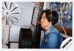 【中古】生写真(ジャニーズ)/アイドル/ジャニーズ ジャニーズ/屋良朝幸/横型・バストアップ・衣装デニムシャツ・両手下・左向き・電飾/屋良朝幸 オリジナルフォト/公式生写真【タイムセール】