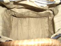 天然柿渋染めの巾着もおしゃれです。内ポケット付き。
