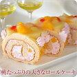 桃ケーキ (桃たっぷりの大きなロールケーキ)