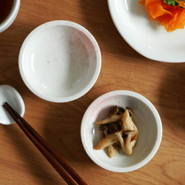 豆皿 7.5cm 淡ピンク 和食器 (訳あり・アウトレット)プレート お皿 皿 食器 おしゃれ 小皿 深皿 小付 漬物皿 薬味皿 珍味皿 菓子皿 副菜皿 小さい皿 和カフェ かわいい