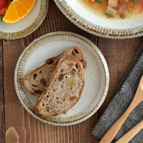 プレート 和食器 小皿 (渕錆粉引)4寸皿おしゃれ 皿 お皿 取り皿 銘々皿 醤油皿 漬物皿 フルーツ皿 お菓子皿 副菜皿 和 ナチュラル カフェ食器 カフェ風 おうちカフェ かわいい 可愛い plate