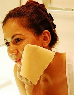 From 02P17aug13 for facial cleansing konsum maiko favorite beauty toy's finest deer leather chamois leather and chamois leather finest micro natural fiber konsum leather used! Chamois pores dirt off! To smooth your skin safety specifications! For skincare