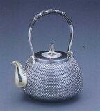 銀製茶器?茶道具 純銀製銀製茶器?茶道具純銀製 京型 霰(あられ)銀瓶大野芳光作