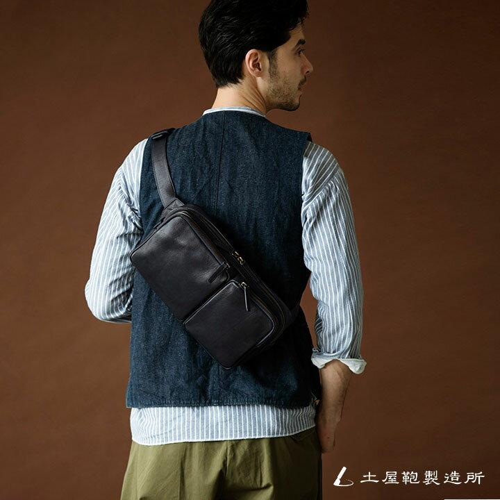 ワイシャツやジレなどを合わせた「キレイ目コーデ」には、天然皮革の素材感が相性◎ですね。