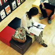 組わせてオフィスや図書館のパブリックスペースに使えるスツール