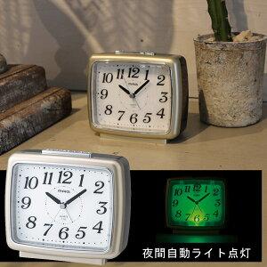 ★20時〜4H全品P5倍★【送料無料】 夜も見やすい 目覚まし時計 おしゃれ 置時計 置き時計 目ざまし時計 めざまし時計 スヌーズ 二度寝防止 ライト 夜光る 暗くなったら自動点灯 見やすい 贈り物 プレゼント 連続秒針