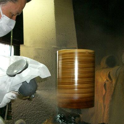 一つ一つ紀州漆器の塗り職人が手塗りしているそうです