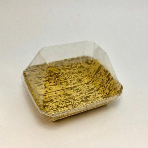 竹皮紙容器 POTY-2 透明ふた付 /本体サイズ100×90×高さ30ミリ/ おにぎり2個用 /竹皮柄を印刷した紙の容器に透明プラフタを合わせました/美しい模様で安価ながら雰囲気あるイメージ/中身が見えるので店頭販売にぴったりです/おにぎり、お惣菜におすすめ