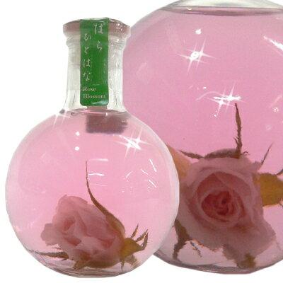 ボトルの中にミニばらの花が一輪入った薔薇の香り漂うほんのりと甘いリキュールです。様々なイ...