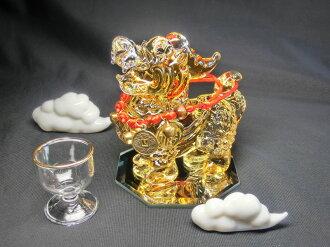 琥珀色慈濟貅 (hicuu) 雌雄同體 (水晶玻璃) & 白色運氣雲 & 水晶玻璃水杯 & 八角形鏡子基座與牛鈴脖子機架集 < 風水玩具、 玩具好運氣和好運氣雕像 >