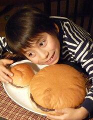 雑誌『ファミ通』でも紹介されました!【送料無料】びっくりハンバーガー 特大・手作りハンバー...