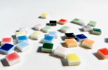【豊富なカラーチャート】AMCクリスタル モザイクタイル 10mm角 15カラーから選べて1g/約1個から購入できます。極小タイルシリーズ  DIY や インテリア 工作 におすすめの 小さい 陶磁器 タイル