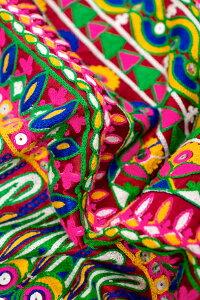 〔50cm切り売り〕ラジャスタンの刺繍布 - えんじ〔幅約117cm〕 【送料無料&あす楽】 量り売り布 アジア布 計り売り インド ファブリック エスニック