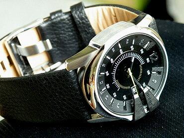 お洒落なカジュアル腕時計【DIESEL】ディーゼルDZ1295カレンダー機能の付いたメンズウォッチブラック×シルバーがクールな印象