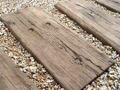 人気のコンクリート製枕木【メンテナンスフリー・イギリス製石製枕木】厳選された美しい枕木か...