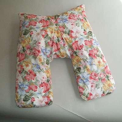 V字型安眠枕(赤花柄)