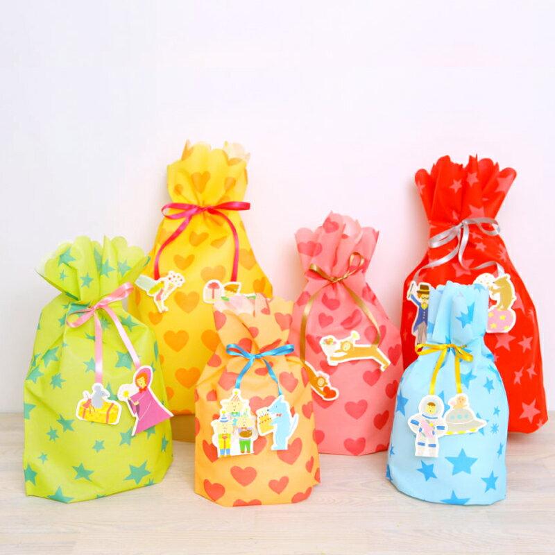 プレゼント を 包むのにちょうどいい 巾着袋型 の ラッピング 袋 かわいい チャーム の リボン ...