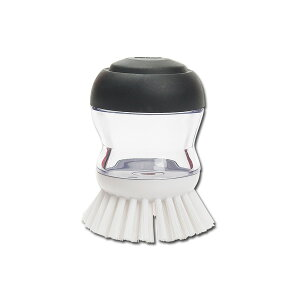 上を押すと洗剤が出てくるブラシ!力を入れやすく食器洗い以外に洗面所のお掃除にも!OXOオクソ...