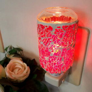 ひとつ、ひとつ丁寧に敷詰められたガラス片が神秘的な輝きを放ちます。[アロマライトコンセント...