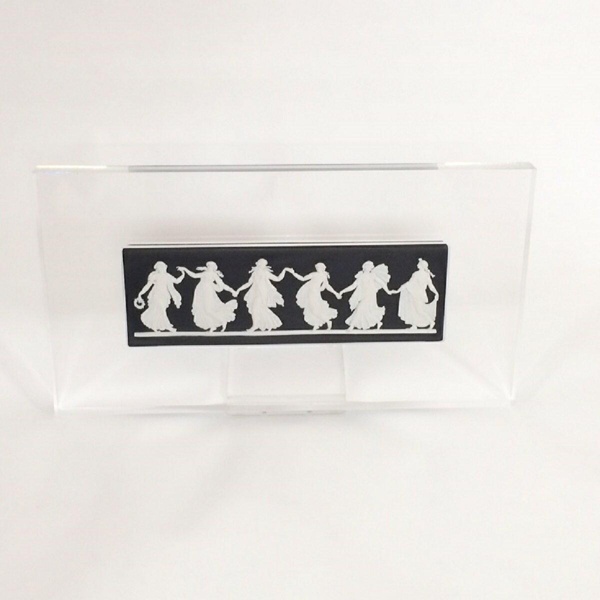 ウェッジウッド WEDGWOOD Dancing Hours Plaque ジャスパー 陶板 ブラック×ホワイト スタンド付き 新品同様品 【トレジャースポット】【中古】:Treasure Spot