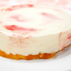 お子様にも大好きなフランボワーズをソースにし、レアチーズケーキに練り込みました。フランボ...