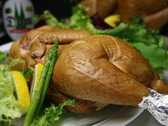 スモークチキン クリスマス チキン 軍鶏 燻製上品な味わい、締りのよい肉身の味わいのやさとし...