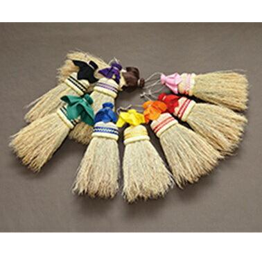 伝統工芸の南部箒。独特の縮れが、日常のあらゆる毛、チリ、ほこり、糸くずなどを履きとります...