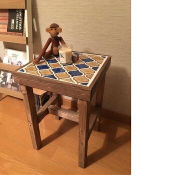 サイドテーブルにもなるタイル張りスツールブルーブラウンブルーブラウンランタンタイルサイドテーブルスツール