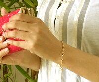 """""""手元で揺れる雫…""""K18K18雫×アーモンドドーナツタイプゴールドブレスレット【装着】"""
