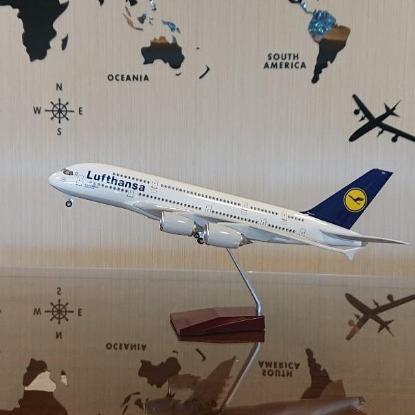 送料無料 模型飛行機 ルフトハンザ ドイツ航空 ドイツ LED点灯 1/157 スタンド付 飛行機 模型 LED 航空機 エアライン USB 航空機 飛行機模型 照明 電気スタンド バッテリー内蔵