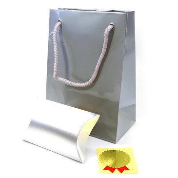 【ラッピング材】銀光沢有り手提げ袋、銀ボックス、ラベルシールの三点セット。