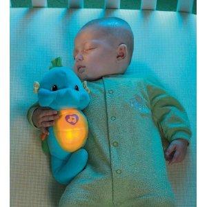 およそ5分間のメドレー演奏が終わると、音と明かりがゆっくりと消え、赤ちゃんを幸せな眠りに誘...