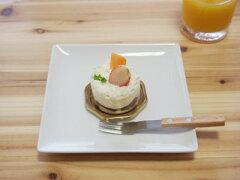 17cmのスクエアプレート。ケーキやデザートを盛るのにちょうどイイお皿です♪【白い食器】白ス...