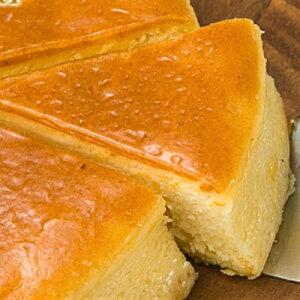 [チーズ3倍][ロイヤルクリームチーズケーキB4種類]お馴染みシットリタイプのチーズケーキ、メレンゲを加えて長時間低温焼成法で美味しく焼き上げています。