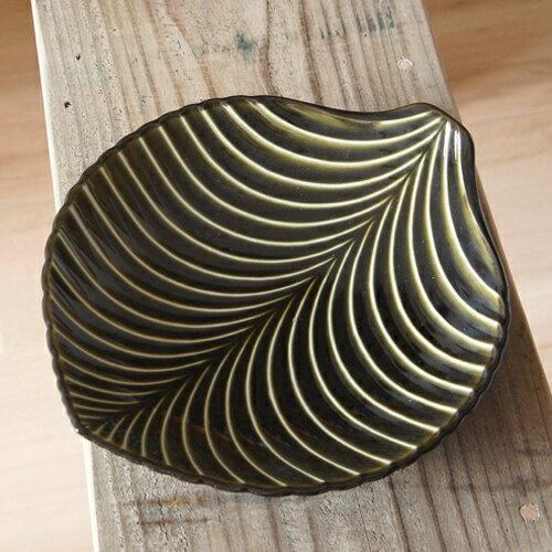5.まるで木の葉のような大皿「ぎやまん陶」