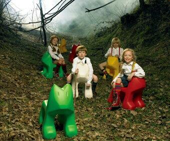 子供椅子,キッズチェア,magis,julian,マジス,ジュリアン,犬のおもちゃ,子供用,イタリア,おしゃれ,リビング,アウトドア,クリスマス,子供椅子,キッズチェア,magis,julian,マジス,ジュリアン