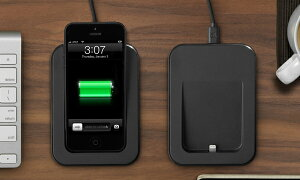 iPhone 5を挿したまま安定した操作ができる理想的な卓上ドック!Saidoka Lightning for iPhone ...