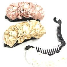 ツイストクリップバネ付きサテンのフリルたっぷりローズパール3粒〔ヘアクリップ薔薇のお花ビーズヘアアクセサリー〕